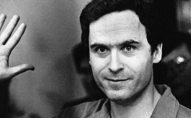 Ted Bundy byl psychopat,  který brutálně mstil své zlomené srdce na nevinných kráskách