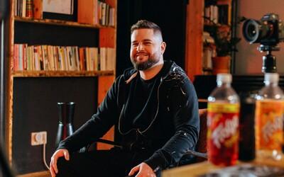 Teď je tu scéna, o které jsem vždycky snil, říká autor první knihy o českém rapu DJ Poeta (Rozhovor)