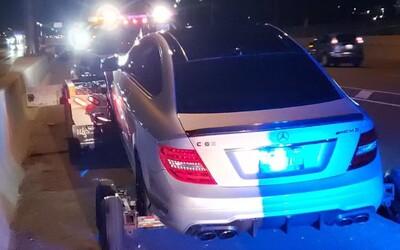 Teenager jel v tatínkově Mercedesu rychlostí 308 km/h v úseku, kde je maximálně povolená stovka. Na týden mu zabavili i auto