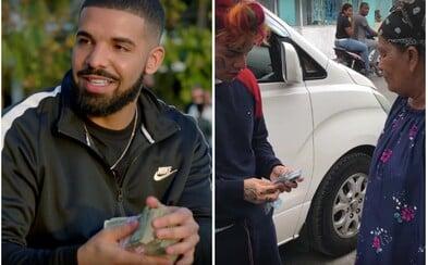 Tekashi a Drake berou peníze od lidí na ulici. Vychutnej si vtipné, reverzní verze jejich posledních klipů