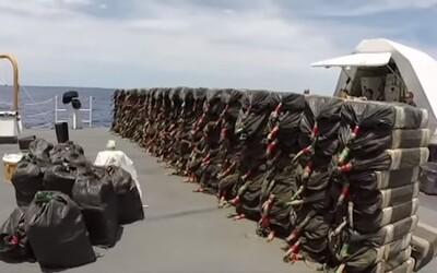 Téměř 6 tun kokainu za 165 milionů eur se podařilo zadržet pobřežní hlídce u Kalifornie. Další 2 tuny se potopily do vody
