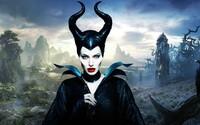 Temná rozprávka s Angelinou Jolie sa konečne rozbieha. Maleficent 2 pravdepodobne zrežíruje tvorca posledných Pirátov Karibiku