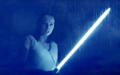Temnota povstáva v ďalšej náloži zimomriavkových záberov zo Star Wars: The Last Jedi. Dočkáme sa aj súboja Rey proti Lukeovi?