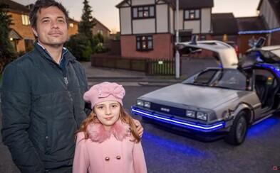 Tento muž miluje Back to the future tak veľmi, že investoval viac ako 95-tisíc eur, aby mohol mať rovnaké auto ako Marty McFly