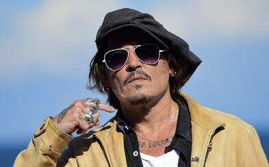 Tento rok byl těžký, promluvil k fanouškům Johnny Depp po delší odmlce. Věří, že ho čeká hezčí budoucnost