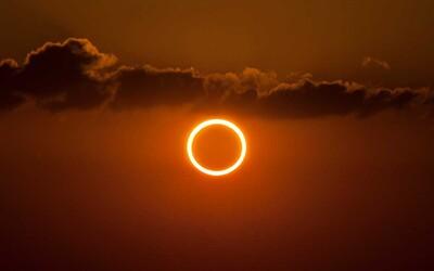 Tento víkend bude bohatý na jedinečné astronomické úkazy. Nejvýznamnějším je prstencové zatmění Slunce