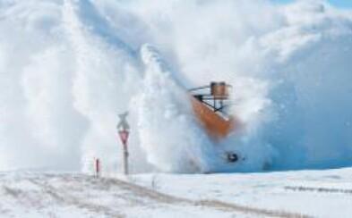 Tento vlak nezastaví naozaj nič, ani kanadský ľad a sneh