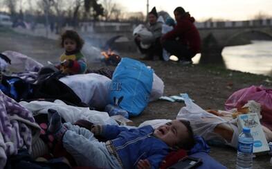 Teploty pod nulou, chýbajúca pitná voda aj zásoby jedla. Utečenecká dráma na grécko-tureckých hraniciach sa vyostruje