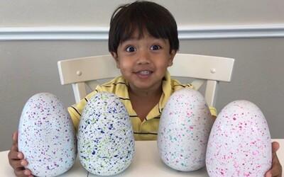 Teprve 6letý kluk je hvězdou YouTube. Letos vydělal 11 milionů dolarů jen proto, že si hraje s hračkami
