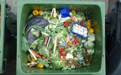 Tesco už prestalo vyhadzovať jedlo. Všetky nepredané potraviny daruje ľuďom v núdzi