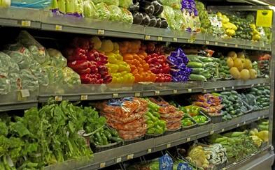 Tesco začalo predávať nedokonalé ovocie a zeleninu. S dvadsaťpercentnou zlavou si vychutnáš zemiaky, jablko či mrkvu