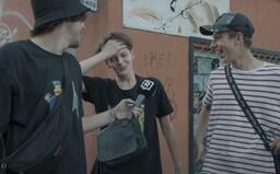 Tešia sa mladí Slováci do školy? Niektorí sa rúšok neboja, pre iných sú nočnou morou