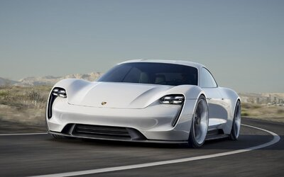 Tesla má problém, luxusný 600-koňový elektromobil od Porsche sa nabije na 80 percent za 15 minút!