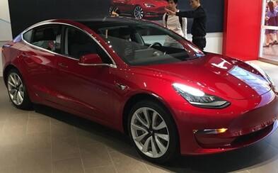 Tesla Model 3 oficiálne prichádza do Európy. Na avizovanú cenovku 30-tisíc € zabudni