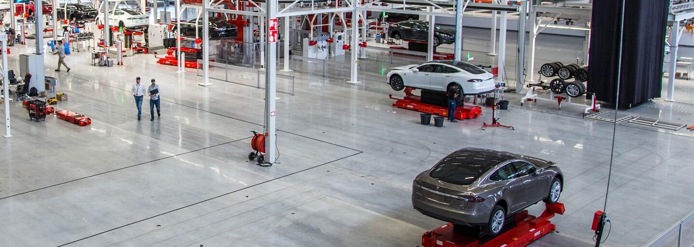 Tesla otvorila nový závod v Holandsku, zároveň dostala list od nespokojných zákazníkov za zavádzanie