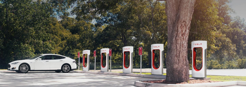 Tesla ruší bezplatné nabíjanie v sieti Superchargerov. Prekvapuje to vôbec niekoho?