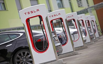 Tesla už aj u nás postavila svoje najvýkonnejšie nabíjačky. Prvé bezplatné Superchargre sú pri Zvolene