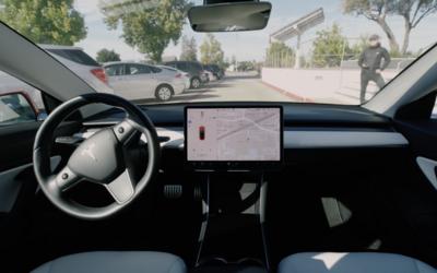 Tesla už dokáže sama vyparkovat a přijet k majiteli. Funkce ale způsobuje nebezpečné situace
