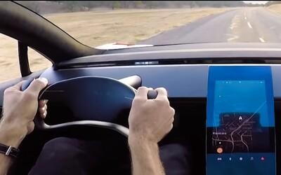 Tesla v nadupanom videu ukazuje Roadster druhej generácie s neuveritelným zrýchlením z 0 na 100 za 1,9 sekundy a tajomné auto pod plachtou