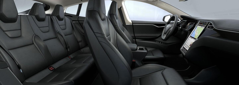Tesla vyrábí ze zbytků kůže na sedačky kryty na iPhone. Stanou se hitem, nebo nevzbudí zájem?