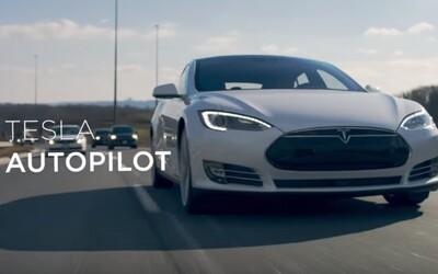 Tesla vyráža dych reklamou na svojho autopilota. Vyjdeš z dverí a auto ťa už bude poslušne čakať
