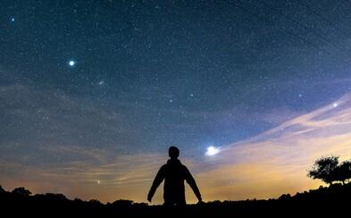 Tesné priblíženie Venuše a Jupiteru spolu so splnom vytvorilo na oblohe neobyčajné divadlo