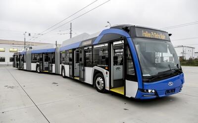 Test gigantického 24-metrového trolejbusu sa v Bratislave skončil úspešne