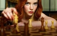 The Queen's Gambit je najsledovanejšou minisériou na celom Netflixe. Seriál spôsobil šachový ošiaľ všade po svete