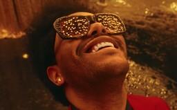 The Weeknd olizuje halucinogenní žábu, zpěvák si nadrogovaný užívá v Las Vegas