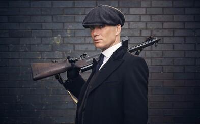 Thomas Shelby sa v prvých záberoch pre 4. sériu Peaky Blinders snaží ukončiť vojnu, nech to stojí čokoľvek