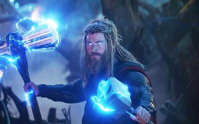 Thor nebol nikdy silnejší než pri súboji s Thanosom na konci filmu. Potvrdili to režiséri filmu