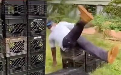 Tiktok zakázal hloupou výzvu, při níž se lidé zraňovali kvůli pádům z výšky. Milk crate challenge už v aplikaci nevyhledáš