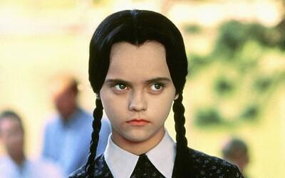 Tim Burton zrežíruje seriál Wednesday. Oblíbenou dívku z Addamsovy rodiny uvidíme na Netflixu