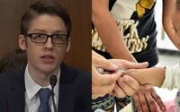Tínedžer, ktorého matka nedala zaočkovať, jej vynadal pred americkým kongresom. Vraj radšej verila dezinformáciám