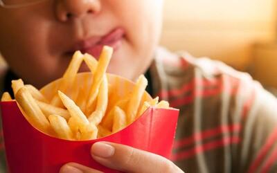 Tínedžer stravujúci sa takmer výhradne hranolkami a čipsami dočasne oslepol