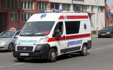 Tínedžeri uniesli záchranárov, aby išli ošetriť kamaráta. Ten mal pritom iba vyvrtnuté koleno