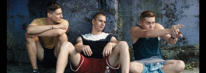 Tínedžeri v prvom slovinskom LGBT filme fajčia marihuanu, vyvolávajú bitky a prežívajú milostné vzťahy