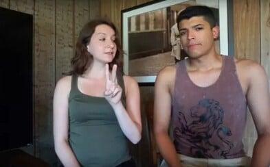 Teenagerka nechtěně zastřelila svého přítele, když natáčeli scénu do vlogu na YouTube. Mysleli si, že ho kniha ochrání před nábojem