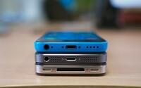Tmavomodrý iPhone? Apple vraj plánuje vymeniť šedé prevedenie iOS smartfónu za novú farbu