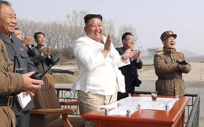 To, že je Kim Čong-un naživu, má dokazovat děkovný dopis, který poslal dělníkům. Někteří jej však zpochybňují