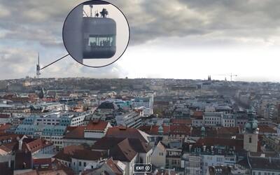 Tohle je největší fotka Prahy. Z orloje můžeš vidět postavy v Žižkovské věži nebo lidem do bytu