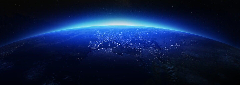 Letošní Hodina Země se opět vydařila. Desítky milionů lidí napříč celým světem zhasly na hodinu všechna světla