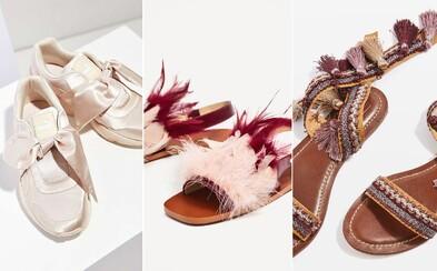Tohtoročné letné trendy v obuvi sa nesú v duchu šialených doplnkov ako uzly, strapce alebo brmbolce