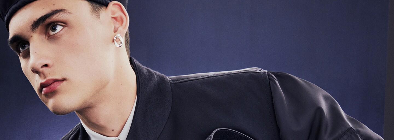 Tohtoročné leto je v znamení veľkých módnych spoluprác. Dior predstavuje kolekciu so značkou Sacai pre moderných mužov