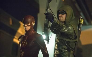 Tohtoročný crossover seriálov The Flash a Arrow sľubuje ešte väčší zážitok, než ten predošlý