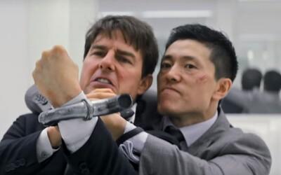 Tom Cruise a Henry Cavill v souboji ničí půl místnosti a skáčou z letadla. Užijte si další skvělé záběry z Mission: Impossible 6