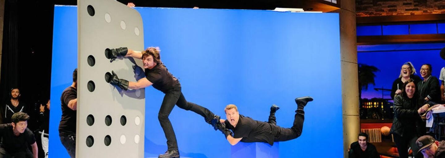Tom Cruise a James Corden rekapitulujú hviezdnu kariéru akčného herca v úžasnej kompilácii