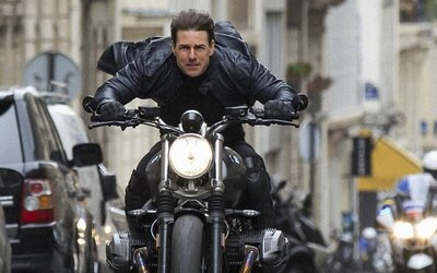 Tom Cruise natáčal šialené scény na motorke v Mission: Impossible 6 v plnej rýchlosti a pri jazde v protismere