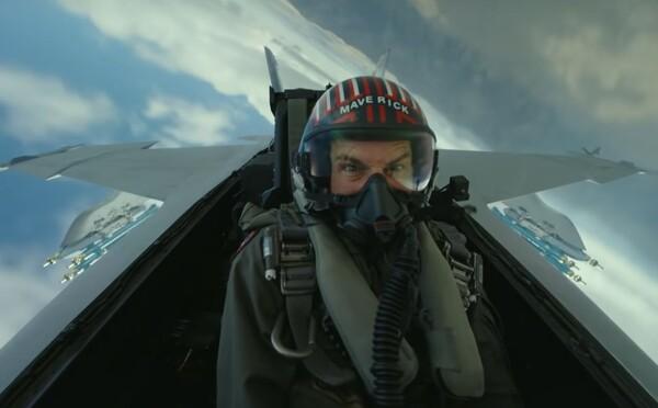 Tom Cruise predvádza šialené kúsky v stíhačkách v adrenalínovom traileri pre Top Gun 2