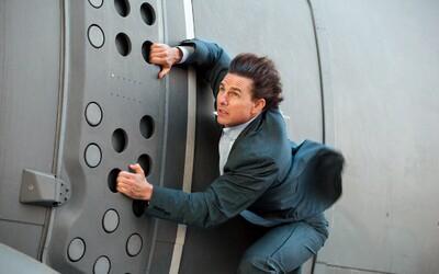 Tom Cruise už rok trénuje na kaskadérský kousek v Mission: Impossible 6 a spolu s režisérem nám plánuje vyrazit dech